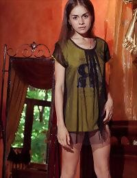 Skinny belle